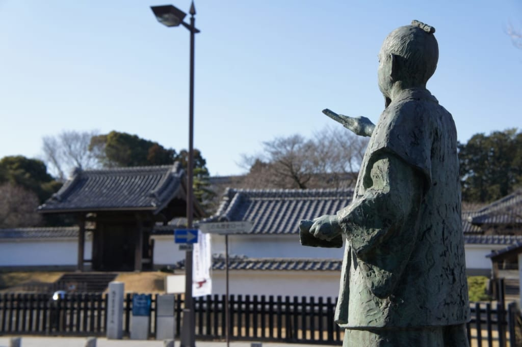 弘道館と徳川斉昭像