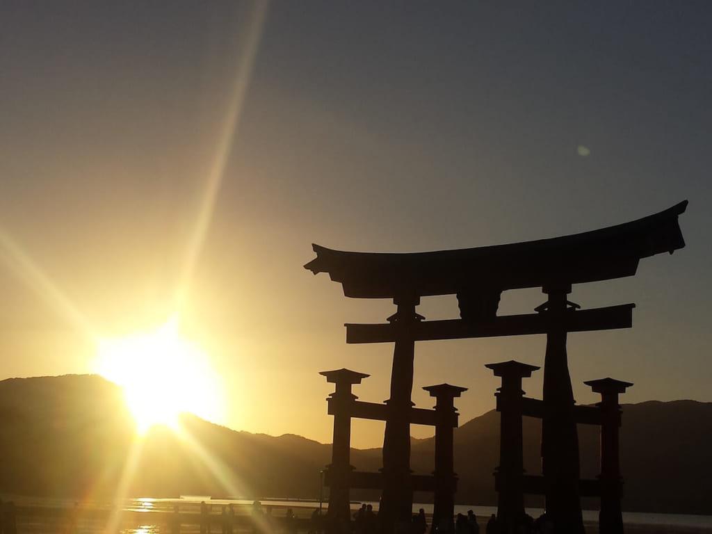 安芸の宮島の夕日