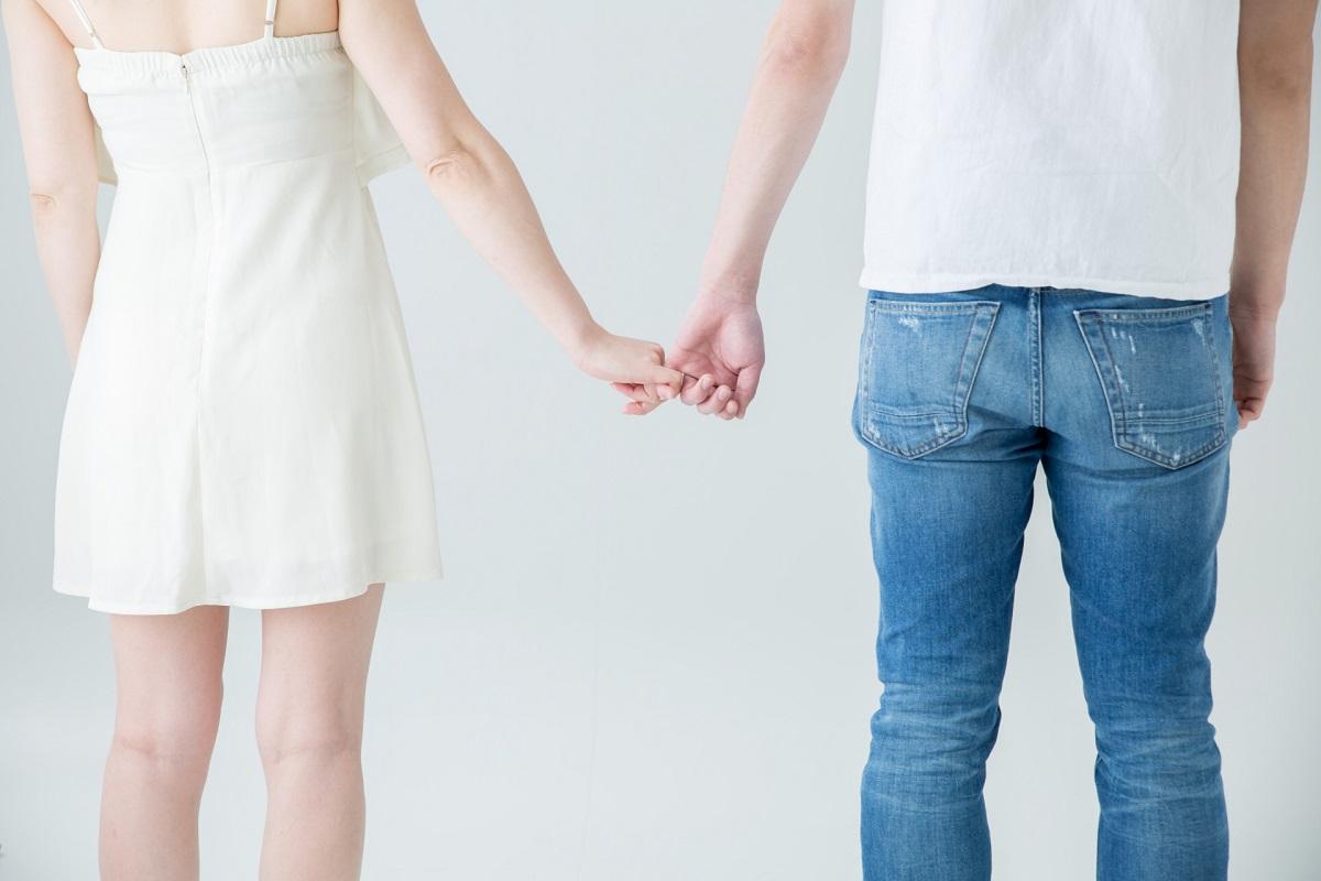 恋人 手を繋ぐ 仲良し