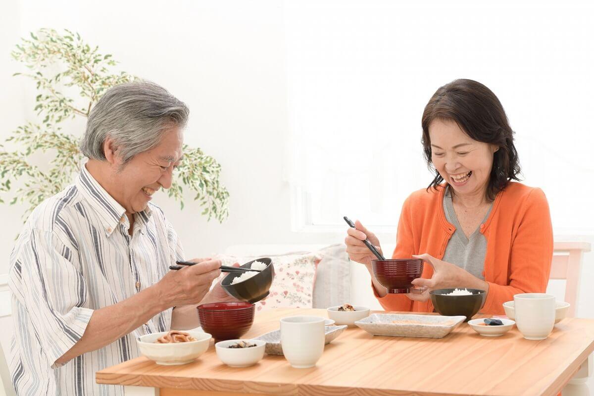 夫婦 食事 食卓
