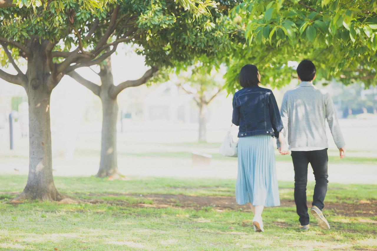 浮気後に夫婦関係の修復に向けて歩む夫婦